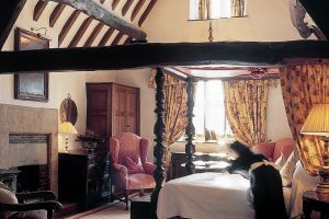 The-lygon-arms-bedroom-3.jpg