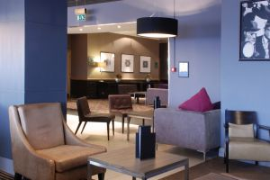 crowne-plaza-bar-lounge-walls.jpg