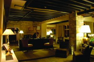 The Lygon Arms – Gloucestershire Reception_night.jpg