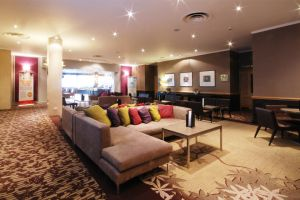 crowne-plaza-bar-lounge-room.jpg