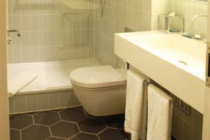 hilton-brighton-metropole-bathroom.jpg