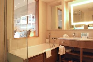 Hilton – Park Lane Bath window.jpg